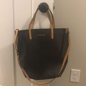 Handbags - Beautiful leather Michael Kors bag